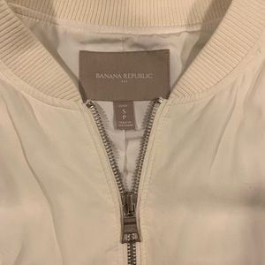 Banana Republic Jackets & Coats - Banana Republic Off White Bomber Jacket